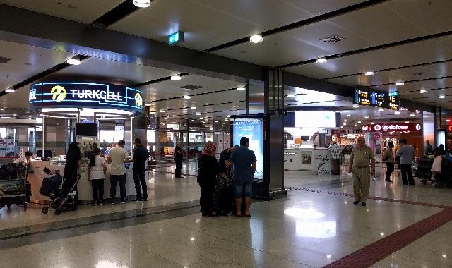 sabiha-gokcen-airport-arrival-gate-mobile-shop